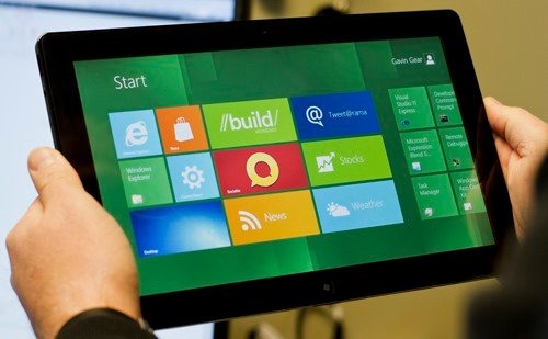Windows8-tablet-being-used