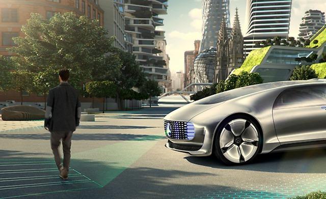 奔驰自动驾驶汽车破解电车难题